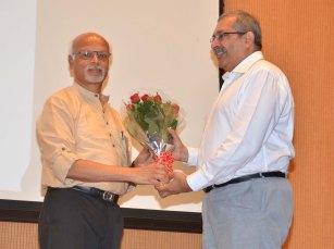 Prof K N Ganesh welcomes Prof Devang Khakhar, Director, IIT Bombay