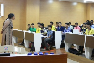 Dr. Anisa Chorwadwala interacting with the students