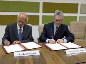 Director of IISER Pune K.N. Ganesh and President of ENS-Lyon Jean-François Pinton signing the MoU